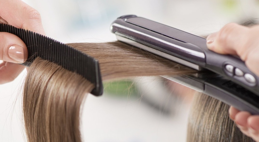Cara mengatasi rambut mengembang dengan menghindari hair styling (c) qcrimadad