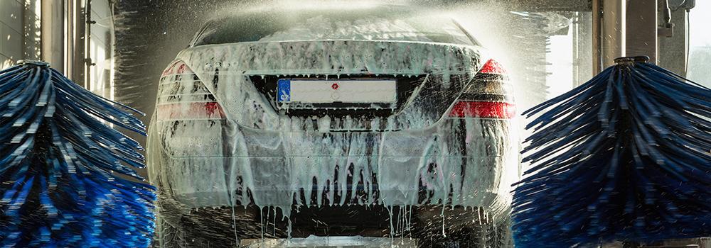 4 Bahaya Cuci Mobil di Car Wash Yang Belum Kamu Sadari