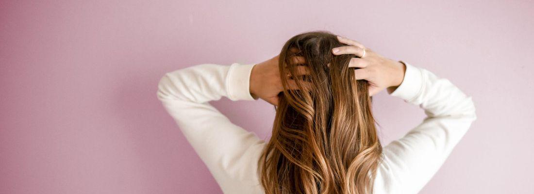 5 Fakta Rambut Berketombe yang Perlu Kamu Ketahui